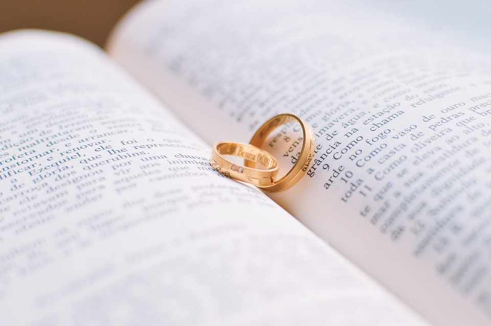 """Engaging"""" islanders sought to marry couples 