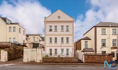 St Helier - 1 Bedroom Apartment With Patio & Parking