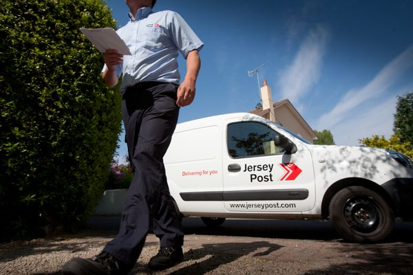 Tracking devices for posties