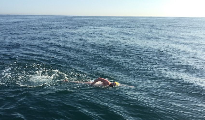 WATCH: Swimmer tackles Channel in memory of father-in-law