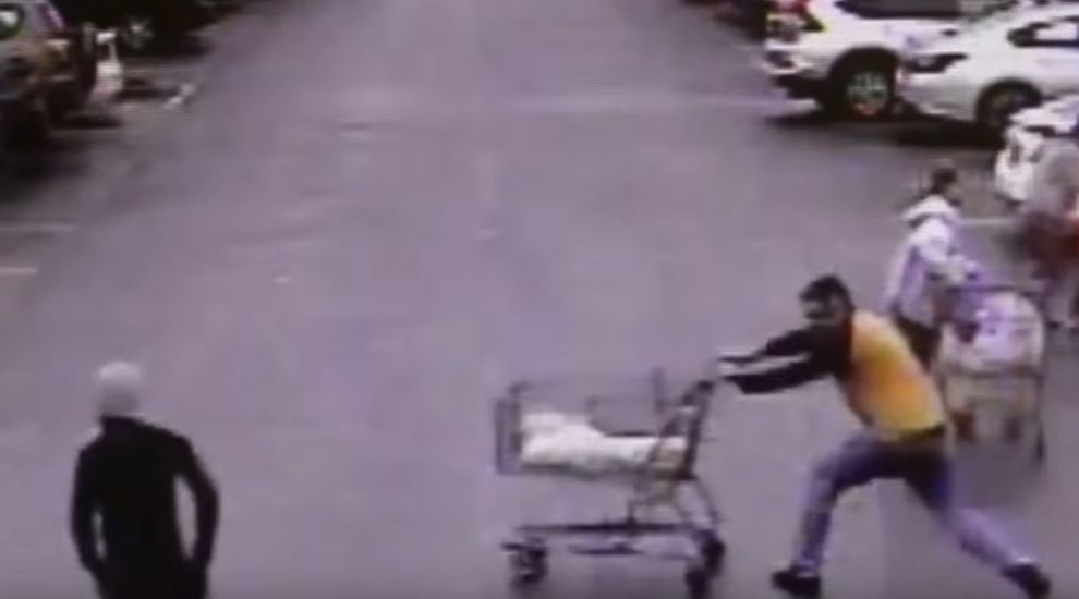 Hero customer foils shoplifter with shopping trolley