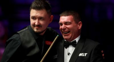 Snooker referee feels wrath of wasp at 2020 Masters