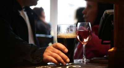 Heavy drinking into older age 'adds 4cm to waistline'