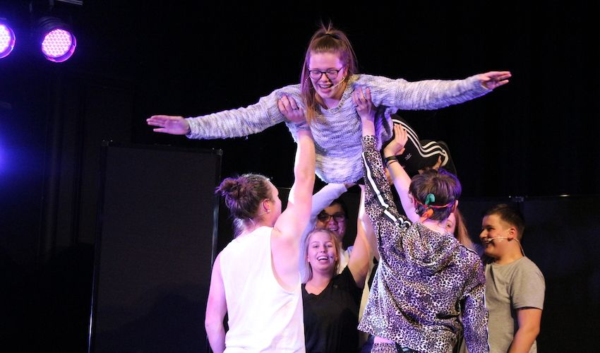 Young performers go back to the 80s