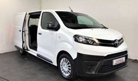 Proace Icon Medium 1.5 Manual 120hp TG