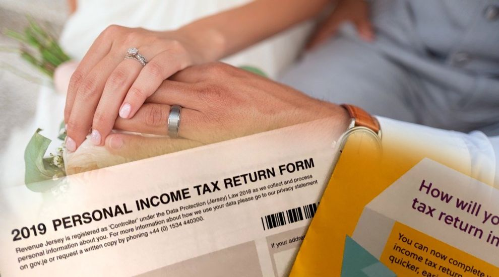 Married, madam? Then don't try online tax filing…