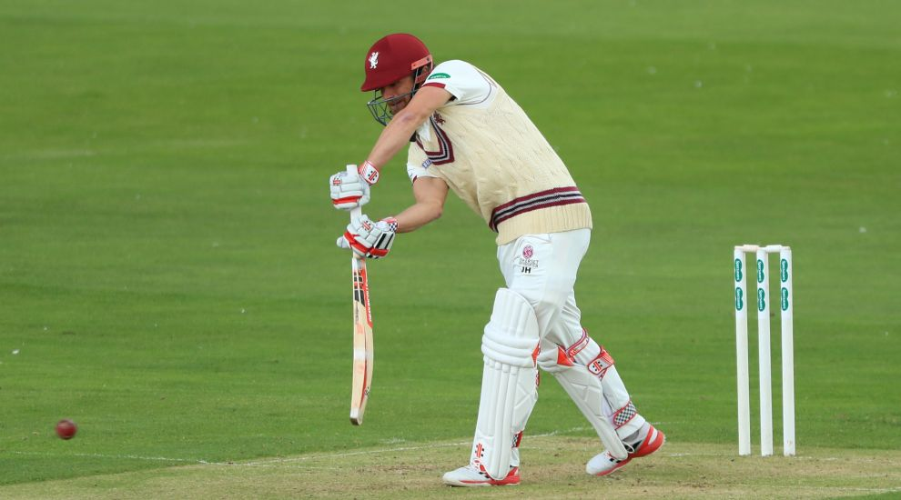 Hildreth leads way as Somerset battle to stay on terms with Surrey